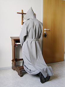 220px-Trappist_praying_2007-08-20_dti